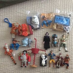 17 Disney toys action figures characters